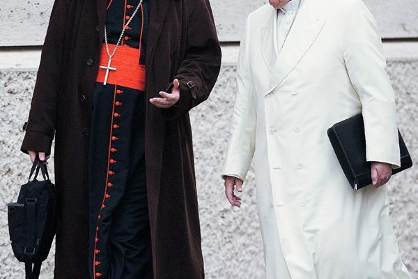 El Papa habla con el cardenal Sean Patrick O