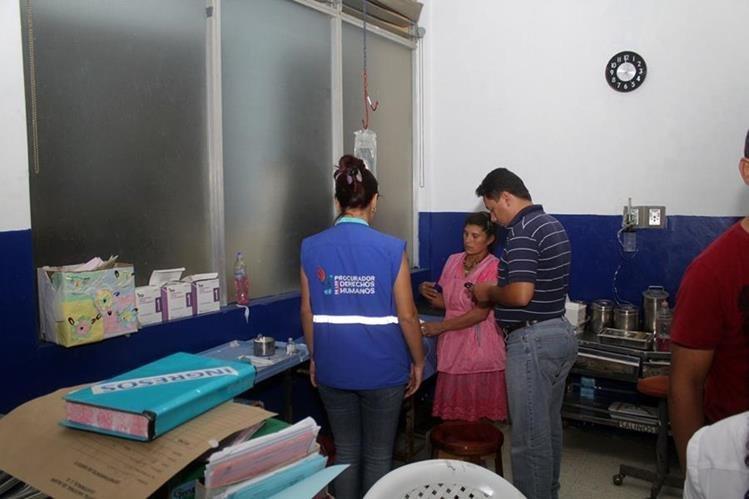 Bebé pasó 10 días sin recibir atención médica y personal hospitalario considera que se trató de inconsciencia e irresponsabilidad. (Foto Prensa Libre: Hugo Oliva)