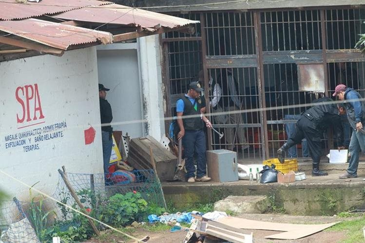 Autoridades efectúan una requisa en la cárcel Pavón, 48 horas después del asesinato de 14 personas. (Foto Prensa Libre: Hemeroteca PL)