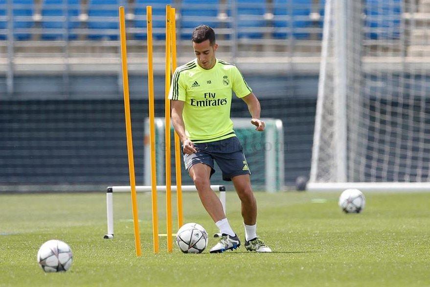 El volante Lucas Vázquez realizó trabajos por separado en su recuperación de un esguince en la rodilla. (Foto Prensa Libre: Real Madrid)