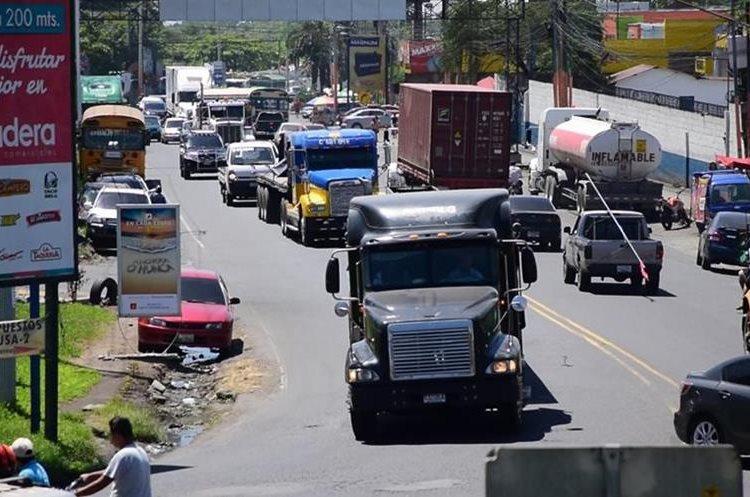 La avenida Centroamérica es una de las más congestionadas de Escuintla, por el paso de transporte de carga. (Foto Prensa Libre: Enrique Paredes).