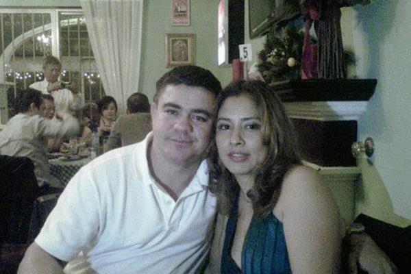 Marvin Alexánder Samayoa junto a su esposa. (Foto Prensa Libre: Facebook)