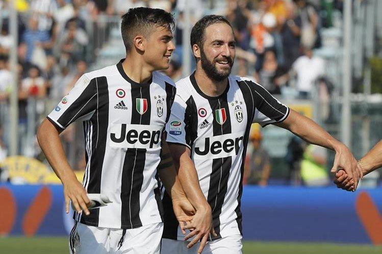 Paulo Dybala y Gonzalo Higuín son la dupla del momento en la Serie A. (Foto Prensa Libre: AP)