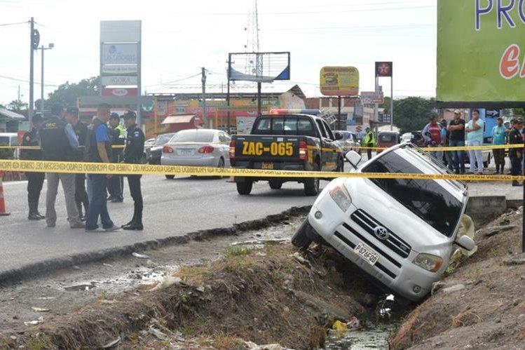 El ataque armado se registró frente a un centro comercial, en Teculután, Zacapa. (Foto Prensa Libre: Mario Morales)