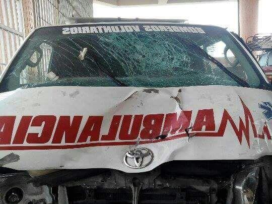 Algunos de los daños que tiene el automotor. (Foto Prensa Libre: Cortesía bomberos).