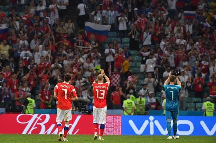 Los aficionados de Rusia despidieron a su selección con aplausos tras una muy buena actuación en la Copa del Mundo 2018. (Foto Prensa Libre: AFP)
