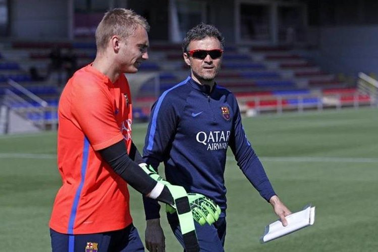 Luis Enrique está listo para afrontar los retos del Barcelona desde el banquillo. (Foto Prensa Libre: Twitter FC Barcelona)