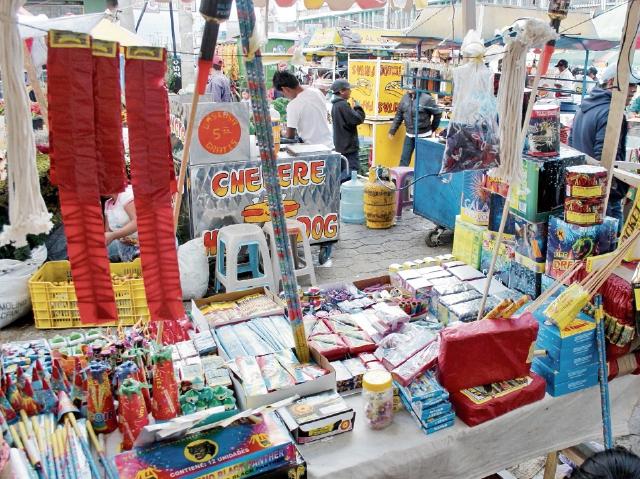 Decisión municipal para trasladar las ventas de juegos pirotécnicos al Centro Intercultural surgió por la recomendación que efectuó la mesa técnica que analizó el tema. (Foto Prensa Libre: Hemeroteca PL)