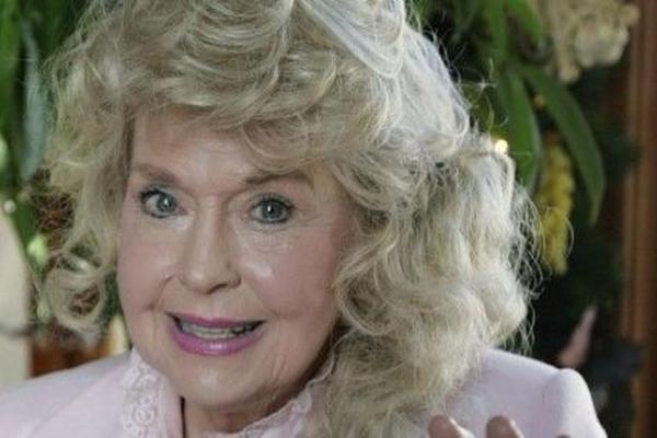 <p>La actriz logró el acuerdo con CBS y el fabricante de la muñeca, Mattel, el martes.</p>