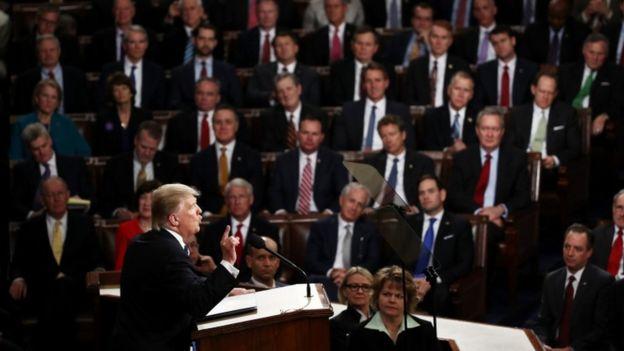 A diferencia de su habitual tono apocalíptico, Trump hizo un discurso pleno de pinceladas de optimismo. (GETTY IMAGES).