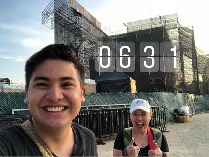 Marlon Quinto y Anabella Reyes fueron los primeros en llegar. Arribaron a zona 16 a las 6.30 horas de este viernes. (Foto Prensa Libre: Cortesía)