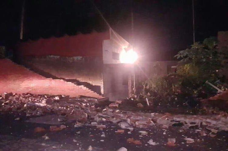 Varias estructuras colapsaron por el sismo.