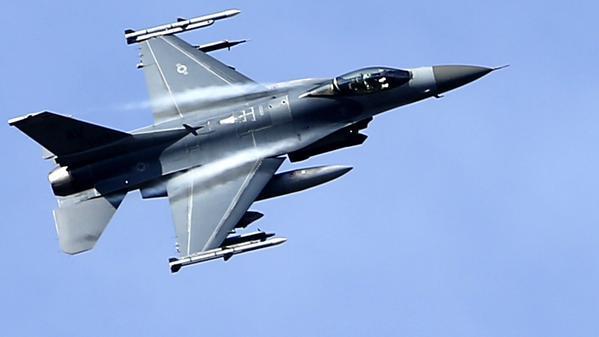 Los aviones militares F16 son muy poderosos y pueden alcanzar grandes velocidades. (Foto: Internet).