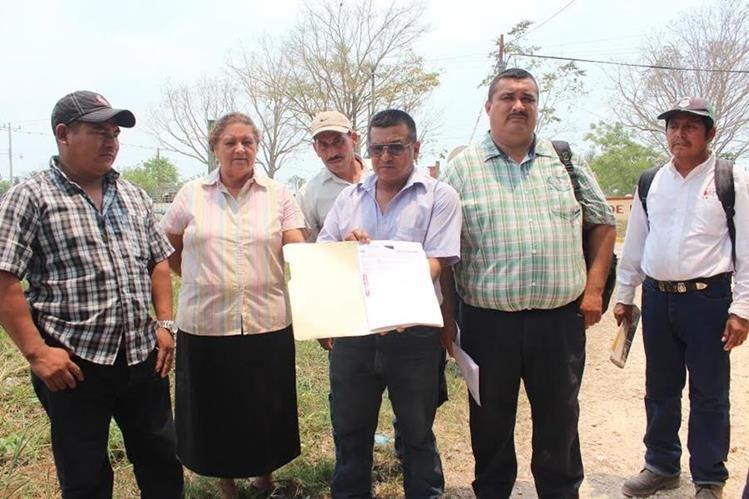 Ervin Orlando Sánchez Andrade -camisa verde de cuadros-, concejal primero de Las Cruces, Petén, fue ultimado a balazos.