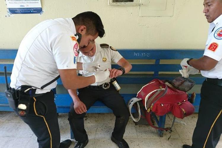 El pasado 28 de mayo varios personas agredieron a los agentes de la PNC en Chichicastenango. (Foto Prensa Libre: Héctor Cordero)