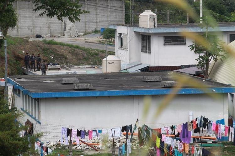 A pesar de los controles del Sistema Penitenciario las extorsiones se cometen desde las cárceles.(Foto Prensa Libre: Hemeroteca PL)