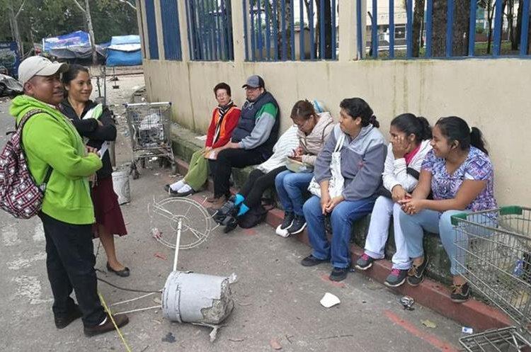 Varios pacientes buscaron ser atendidos hoy en el Hospital Roosevelt. (Foto Prensa Libre: Estuardo Paredes)