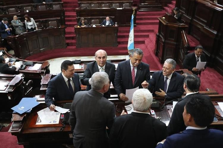Analistas ven asignaciones sin sustento técnico y mucha deuda para el presupuesto. (Foto Prensa Libre: Érick Ávila)