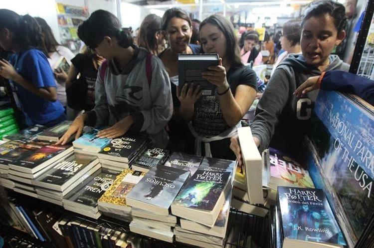 Durante la realización de la XIV Feria Internacional del Libro en Guatemala los visitantes podrán disfrutar de las diversas actividades (Foto Prensa Libre: Hemeroteca PL)