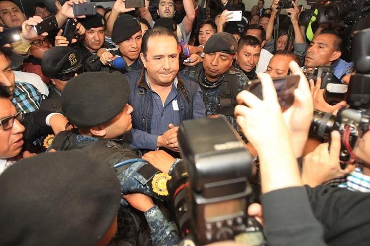 Sammy y José Manuel Morales, hermano e hijo, respectivamente, del presidente, fueron detenidos y procesados por el delito de fraude. (Foto Prensa LIbre: Hemeroteca PL)
