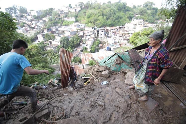 En la capital hay 270 asentamientos en riesgo por derrumbe. (Foto Prensa Libre: Erick Ávila)