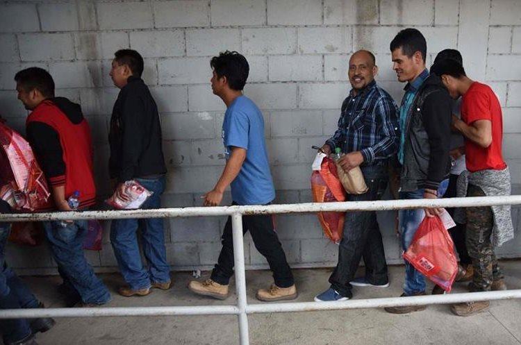 Durante el 2018 se ha incrementado la cantidad de guatemaltecos deportados desde EE. UU., en algunos casos fueron detenidos y no contaron con ninguna asesoría legal. (Foto Prensa Libre: AFP)