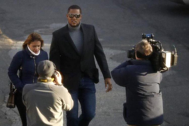 Jeurys Familia junto a su esposa Bianca Rivas en la llegada a la corte. (Foto Prensa Libre: AP)