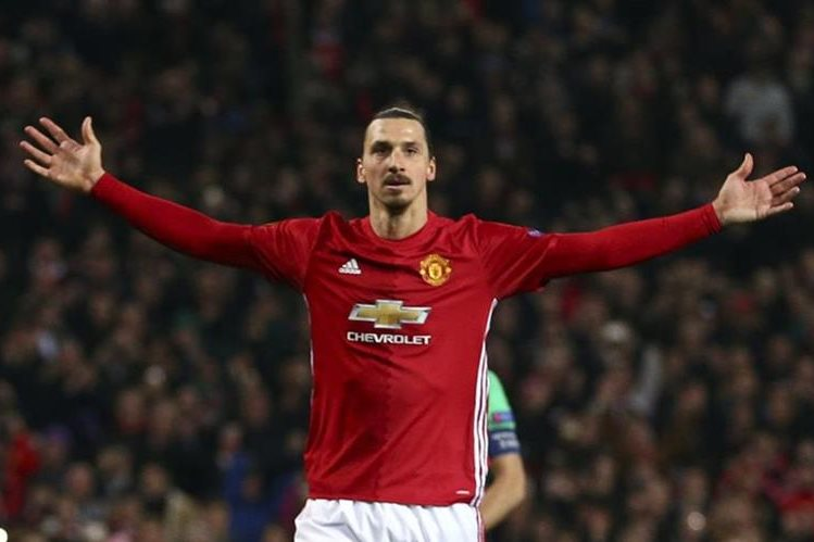 Zlatan Ibrahimovic fue la figura del Manchester United al anotarle un triplete al Saint Etienne. (Foto Prensa Libre: AP)