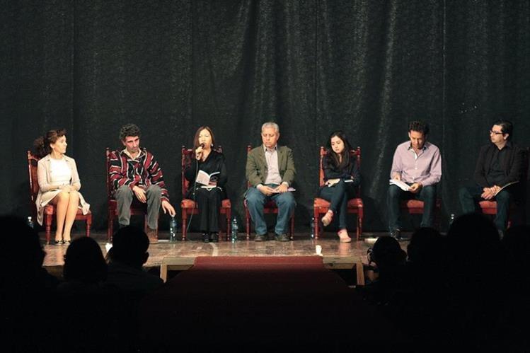 Poetas llegaron a Quetzaltenango para compartir su poesía. (Foto Prensa Libre: Carlos Ventura).