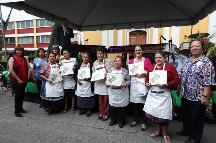 Las participantes recibieron un reconocimiento. (Foto Prensa Libre: Esbín García)