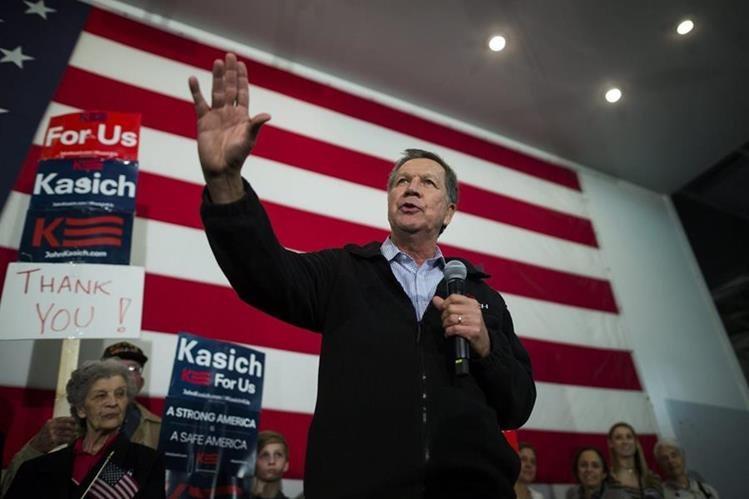 John Kasich, durante un discurso en Carolina del Sur. El gobernador de Ohio se retirará de la contienda ante sus desastrosos números. (Foto Prensa Libre: EFE).