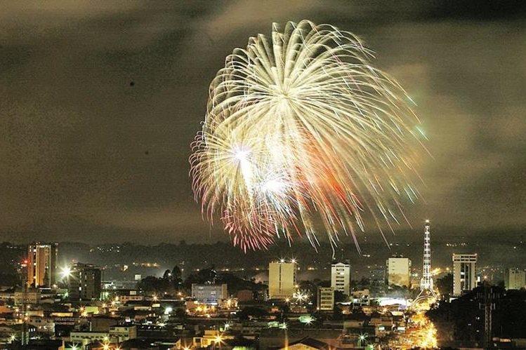 Las Luces Campero iluminarán el cielo este domingo 11 de diciembre. (Foto Prensa Libre: Hemeroteca PL)
