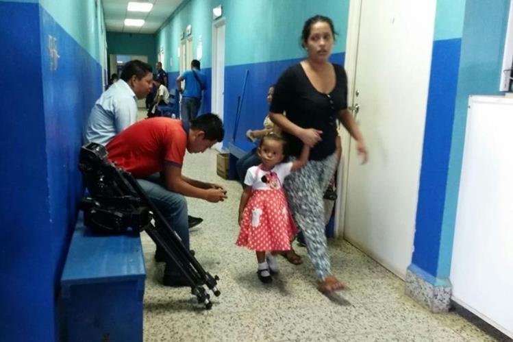 Pacientes esperan ser atendidos en Hospital Regional de Coatepeque, Quetzaltenango. (Foto Prensa Libre: Alexánder Coyoy)