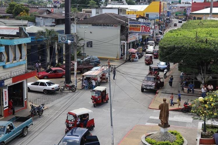 Malacatán no cuenta con alumbrado público ante corte de energía por deuda millonaria. (Foto Prensa Libre: Whitmer Barrera)