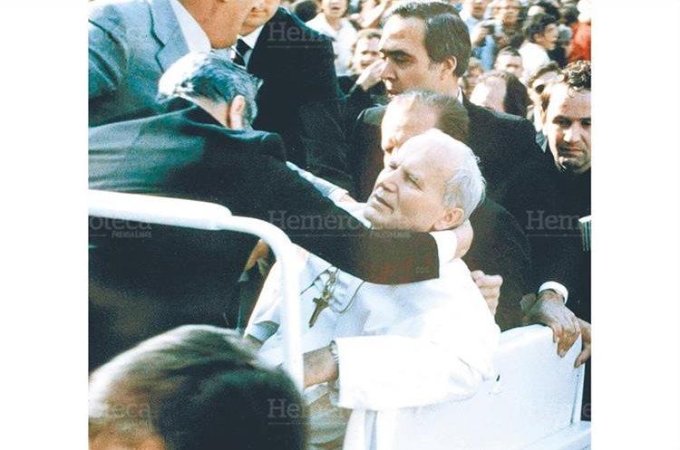 Juan Pablo II resulta herido en un atentado cometido por el turco Alí Agca, el 13/5/1981.(Foto: Hemeroteca PL)