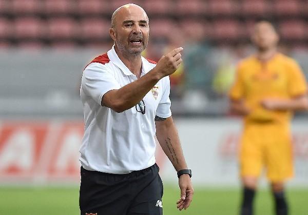 El argentino Jorge Sampaoli durante el partido amistoso de este jueves entre el Sevilla y el Mainz. (Foto Prensa Libre: EFE)