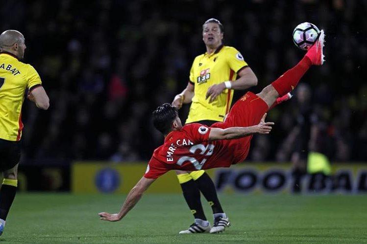 El Liverpool se llevó el triunfo gracias a un espectacular gol de tijera del turco Emre Can. (Foto Prensa Libre: AFP).
