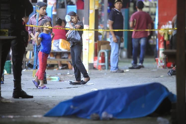 Fiestas de Navidad causan al menos 36 muertos en la región. (Foto Prensa Libre: Edwin Bercián).