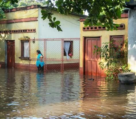 En Nueva Concepción, Escuintla, el desborde del río Coyolate afectó a unas 200 familias. (Foto Prensa Libre: Cortesía Conred)