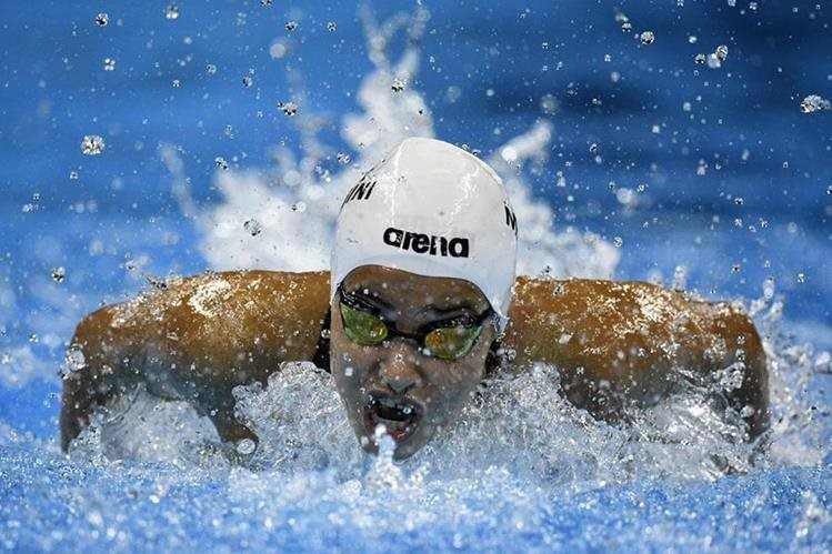 Yusra, durante su competencia en 100 metros mariposa en Río de Janeiro. (Foto Prensa Libre: AFP)