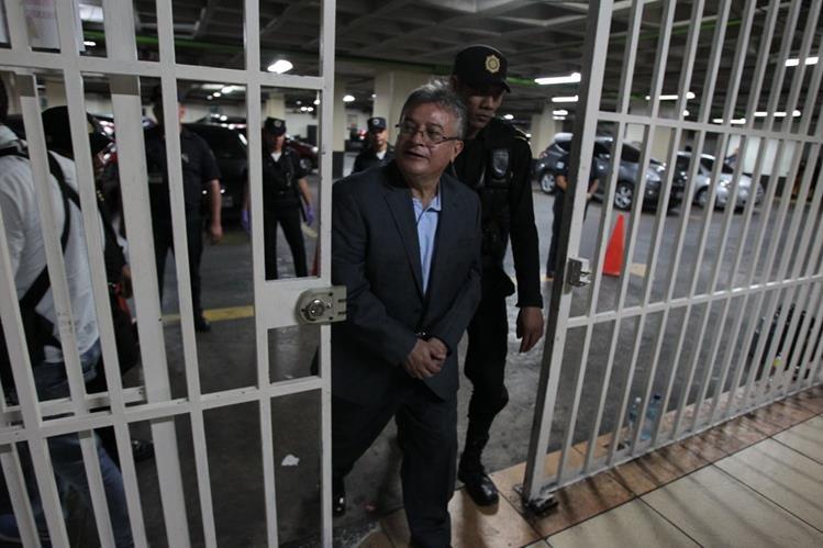 Rudy Villeda capturado ayer al ingresar a Torre de Tribunales. (Foto Prensa Libre: Paulo Raquec)