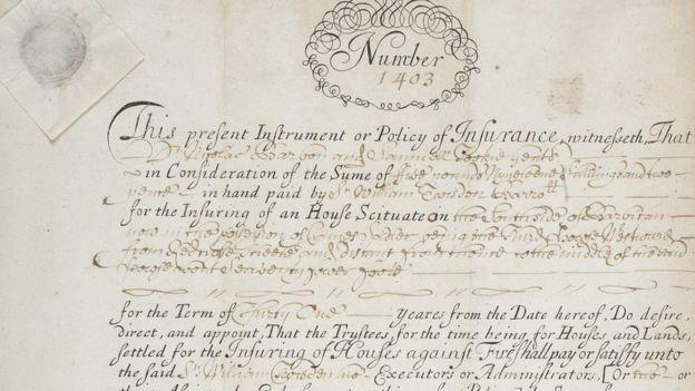 Uno de los primeros documentos de una póliza de seguros, firmada por Nicholas Barbon. (MUSEO DE LONDRES)