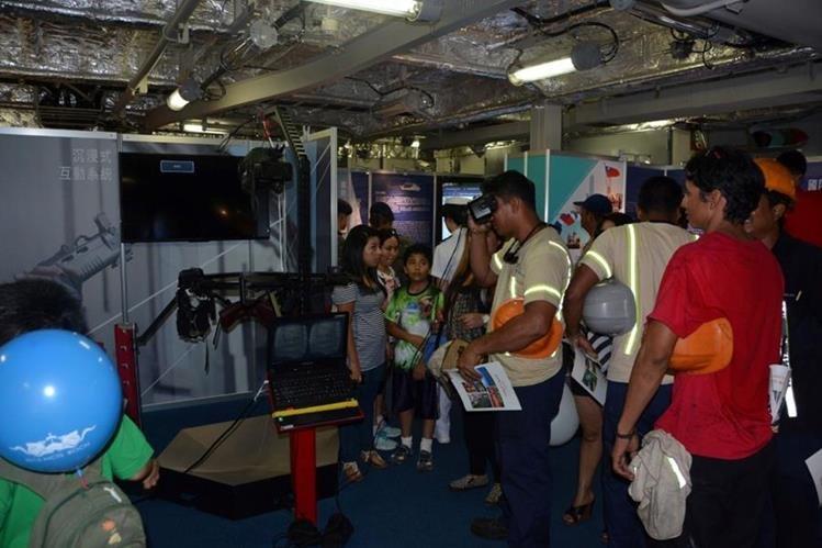 Visitantes observan avances tecnológicos de la república de China, en Taiwán. (Foto Prensa Libre: Enrique Paredes).
