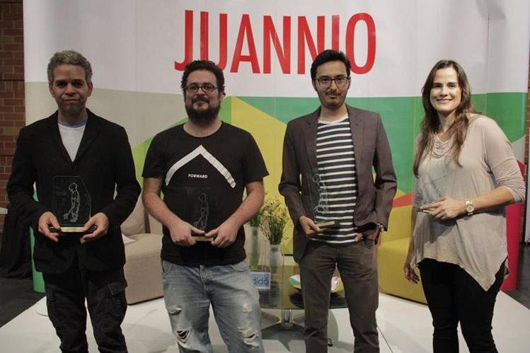 David Pérez Karmadavis, Gabriel Rodríguez Pellecer (primeros lugares), Diego Morales Portillo (segundo lugar) y María Alejandra González Escamilla (tercer lugar). (Foto Prensa Libre: Juannio)