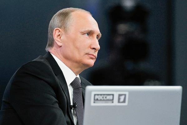 El presidente de Rusia, Vladimir Putin, defiende el suministro de misiles de largo alcance S-300 a Irán. (Foto Prensa Libre:AP)