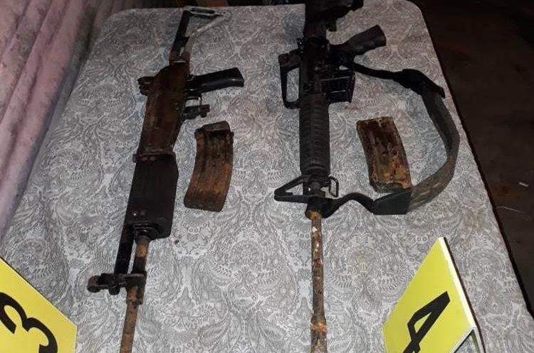PNC decomisa fusiles de asalto durante allanamientos.  (Foto Prensa Libre: Estuardo Paredes)