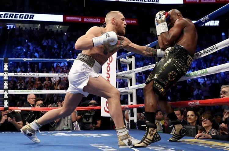 Por momentos Conor McGregor lució efectivo contra Floyd Mayweather Jr.
