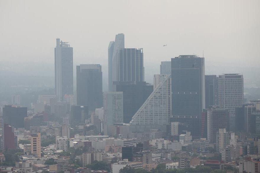 La contaminación del aire es otro factor que también afecta a la capital mexicana. (Foto Prensa Libre: EFE).