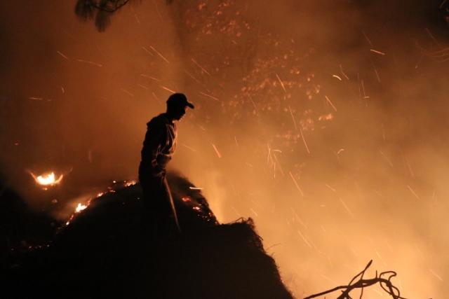 Incendios forestales en Santa Cruz del Quiché. (Foto Prensa Libre: Héctor Cordero)