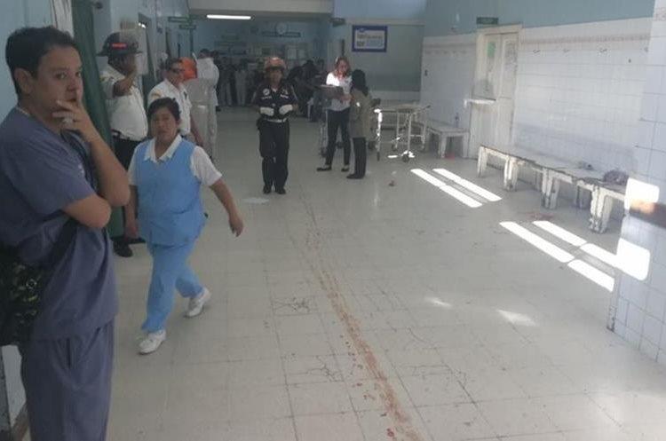 Se tiene información que personal del hospital Roosevelt está herido.